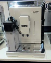 全自動コーヒーマシン「ELETTA」。これでも家庭用です。イタリア人のコーヒー好きは普通