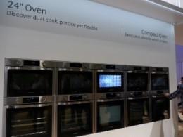 デュアルクッキングオーブンを12台並べて、実質24台のオーブンを同時に機能させる展示。ホテルの宴会場とかに便利かもしれません。