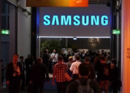 サムスン電子のブース看板。この先に圧倒的な商品群が展開される