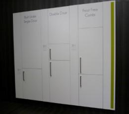 ビルトインの冷蔵庫。どこからが壁で、どこが冷蔵庫かわかりますか? 取っ手のあるところがドアです
