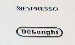新製品マシンの天板部分です。2つのブランドロゴが並んでいます