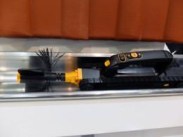 樋を掃除するロボットLooj