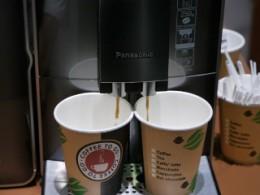 メニューで2杯を選ぶと、2つのカップを並べて同時に抽出可能