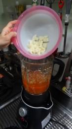 ブレンダーだけで調理できるので、洗い物も少なくなる!