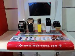 展示してあった5機種。左より、ZeTel(日本未発売)、ZeSplash、ZeFit、ZeWatch2、ZeBracelet2。ほかに、ZeNano、ZePhone、ZeClock(いずれも日本未発売)がある。