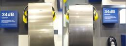 左・右:冷蔵庫。