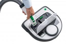 ダストボックスよりゴミやほこりを吸い出す吸引口を装備。